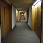 de gang in het hotel